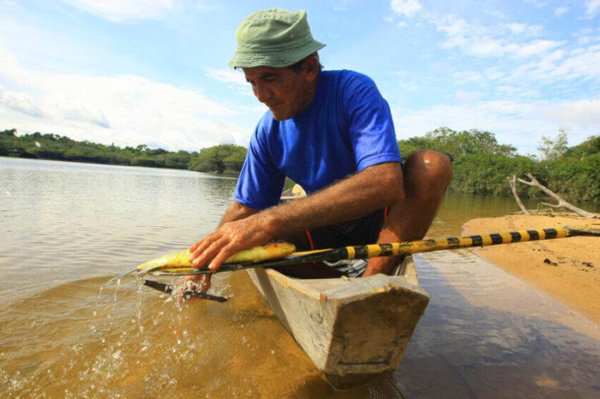 samauma community- man- river-amazon