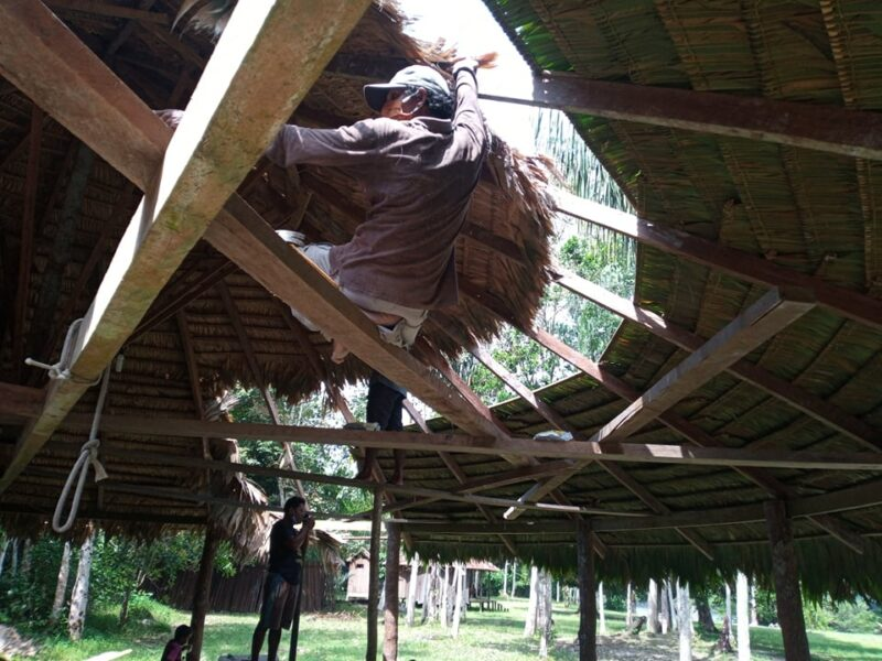 fixing the straw roof to the structure